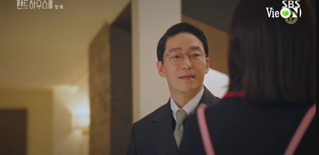Cuộc chiến thượng lưu 3 tập 1: Seo Jin vừa ra tù đã bị Su Ryeon bắt cóc vứt xuống sông, Ju Dan Tae trở lại đầy hoành tráng  - Ảnh 5.