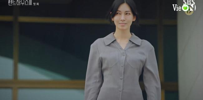 Cuộc chiến thượng lưu 3 tập 1: Seo Jin vừa ra tù đã bị Su Ryeon bắt cóc vứt xuống sông, Ju Dan Tae trở lại đầy hoành tráng  - Ảnh 2.