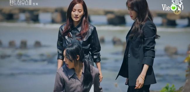 Cuộc chiến thượng lưu 3 tập 1: Seo Jin vừa ra tù đã bị Su Ryeon bắt cóc vứt xuống sông, Ju Dan Tae trở lại đầy hoành tráng  - Ảnh 3.