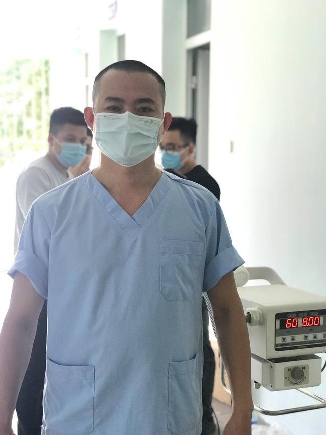 """Bác sĩ Bệnh viện C Đà Nẵng:""""Xuống tóc đi chi viện Bắc Giang lại thấy kiểu đầu này cũng hợp"""" - Ảnh 3."""