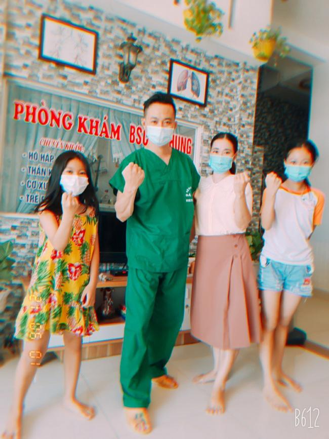 """Bác sĩ Bệnh viện C Đà Nẵng:""""Xuống tóc đi chi viện Bắc Giang lại thấy kiểu đầu này cũng hợp"""" - Ảnh 2."""