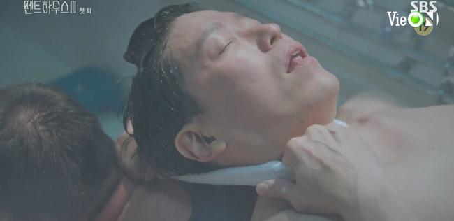 Cuộc chiến thượng lưu 3 tập 1: Seo Jin vừa ra tù đã bị Su Ryeon bắt cóc vứt xuống sông, Ju Dan Tae trở lại đầy hoành tráng  - Ảnh 7.