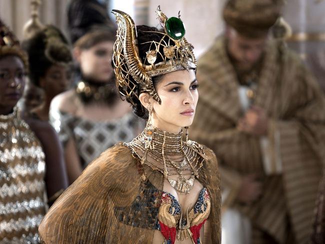 Từ gái làng chơi phóng đãng trở thành Hoàng hậu quyền lực, tàn sát 30.000 người rồi tái thiết luật pháp để bảo vệ phụ nữ - Ảnh 7.