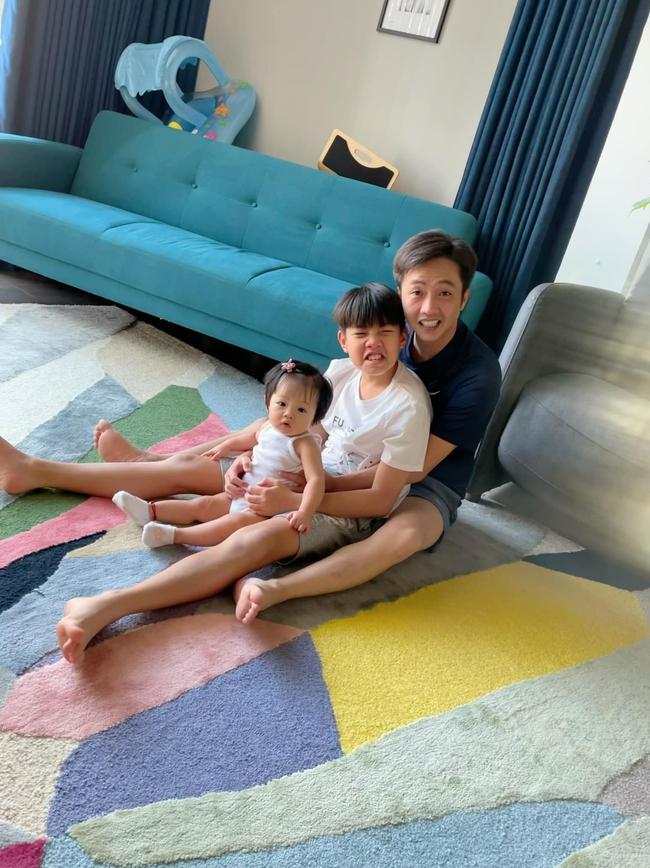 """Cường Đô La chia sẻ khoảnh khắc đáng yêu """"loay hoay"""" cùng Subeo và con gái  - Ảnh 3."""