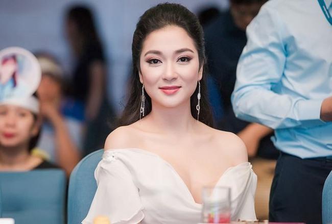 Trường ĐH ở Hà Nội có giảng viên là Hoa hậu Việt Nam đình đám: Không gian xanh mướt cực thơ, muốn đỗ thì học toát mồ hôi  - Ảnh 2.