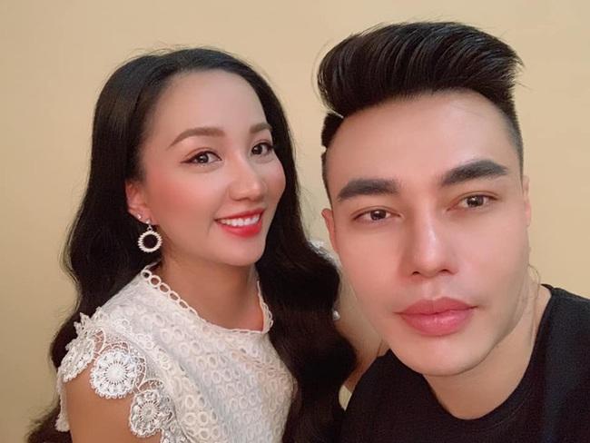 Vợ bị phạt vì bán nước hoa Gucci - Chanel giả, Lê Dương Bảo Lâm kể được mời làm giảng viên dạy bán hàng online - Ảnh 1.