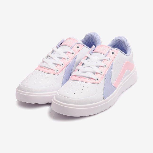 """8 đôi sneakers trắng """"made in Vietnam"""" chuẩn thời thượng, kết hợp được với mọi kiểu đồ và giá chỉ từ 350k - Ảnh 11."""