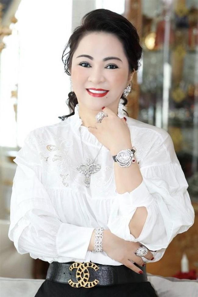"""Bà Phương Hằng phản pháo về tin đồn viên kim cương 45 carat """"nước D"""" là giả - Ảnh 1."""