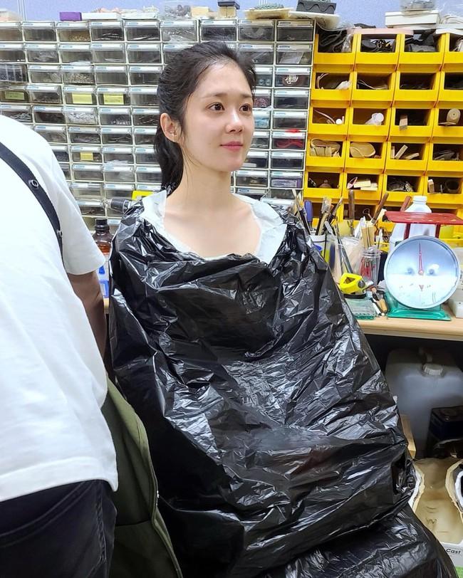 """Mặt mộc ở tuổi 40 của """"thánh hack tuổi"""" Jang Nara khiến netizen xứ Trung choáng váng - Ảnh 1."""