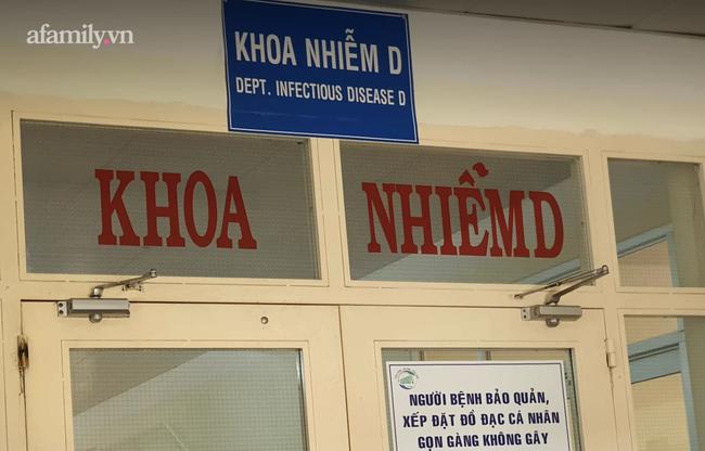 TP.HCM chuyển 2 người mắc COVID-19 từ Cần Giờ vào Bệnh viện Bệnh Nhiệt đới, hiện còn 5 bệnh nhân rất nặng - Ảnh 1.