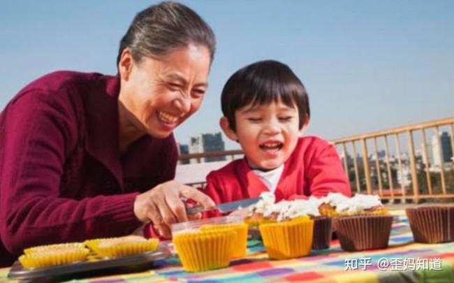 """""""Yêu bà ngoại hay yêu bà nội?"""", câu trả lời của đứa trẻ khiến cả nhà ngượng ngùng, bố mẹ nào cũng phải lưu tâm vấn đề này - Ảnh 4."""