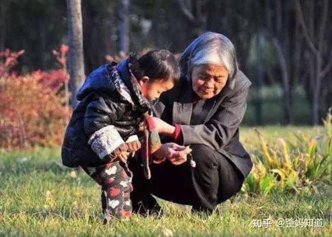 """""""Yêu bà ngoại hay yêu bà nội?"""", câu trả lời của đứa trẻ khiến cả nhà ngượng ngùng, bố mẹ nào cũng phải lưu tâm vấn đề này - Ảnh 1."""