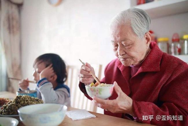 """""""Yêu bà ngoại hay yêu bà nội?"""", câu trả lời của đứa trẻ khiến cả nhà ngượng ngùng, bố mẹ nào cũng phải lưu tâm vấn đề này - Ảnh 2."""