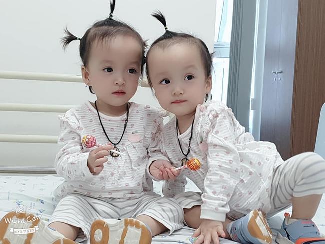 Xúc động khoảnh khắc Trúc Nhi - Diệu Nhi chính thức tròn 2 tuổi: Hai chị em rạng rỡ, líu lo đón tuổi mới - Ảnh 5.