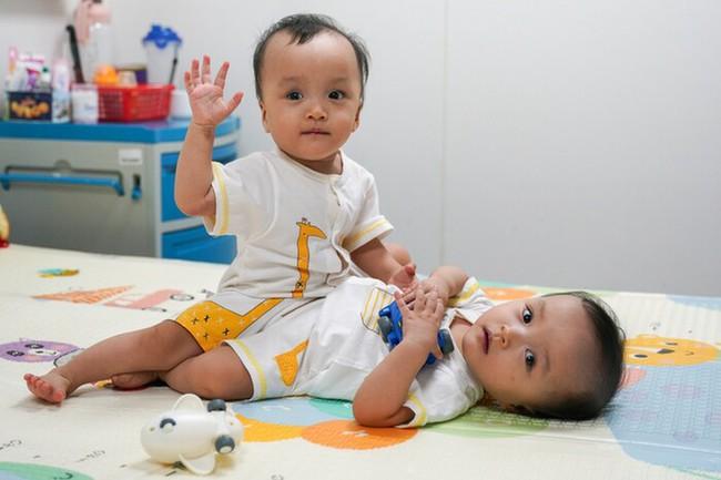 Trúc Nhi - Diệu Nhi chính thức tròn 2 tuổi - Ảnh 1.
