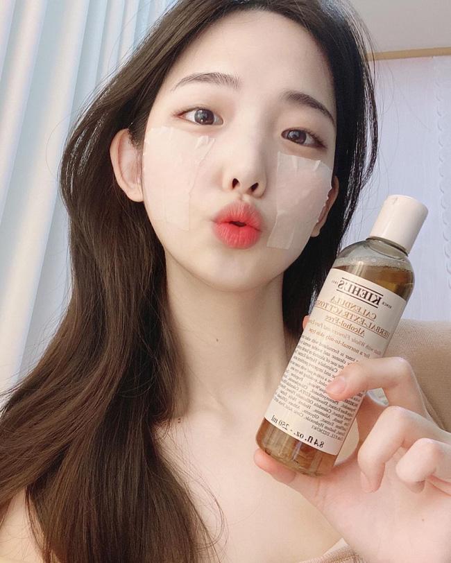 Hari Won áp dụng cách dưỡng ẩm chưa tốn quá 3 phút nhưng giúp da căng mọng, mướt mát và trẻ lâu  - Ảnh 4.