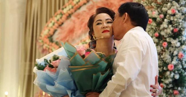 """Bà Phương Hằng tiết lộ đòi ly hôn hàng trăm lần suốt 15 năm, ông Dũng """"lò vôi"""" nhắc đến chuyện sau này có """"bà hai, bà ba""""  - Ảnh 1."""