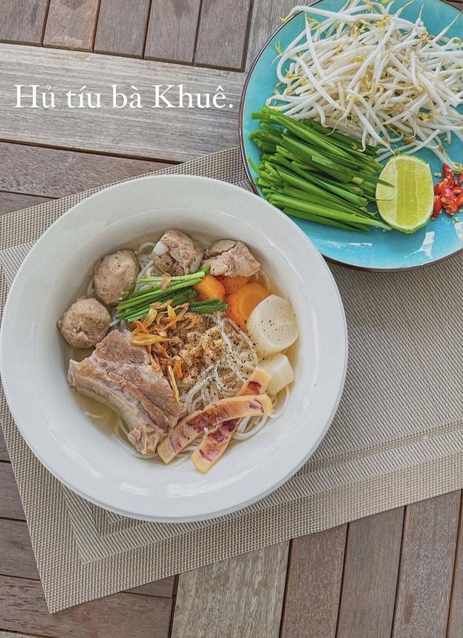 """Đảm đang và khéo léo như Lan Khuê, đến bát đĩa cũng phải """"tông xuyệt tông"""" với món ăn mới chịu - Ảnh 1."""