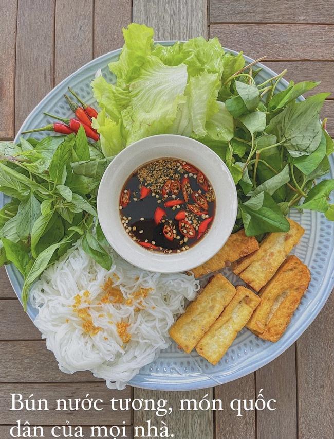 """Đảm đang và khéo léo như Lan Khuê, đến bát đĩa cũng phải """"tông xuyệt tông"""" với món ăn mới chịu - Ảnh 9."""