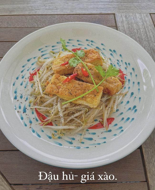 """Đảm đang và khéo léo như Lan Khuê, đến bát đĩa cũng phải """"tông xuyệt tông"""" với món ăn mới chịu - Ảnh 8."""