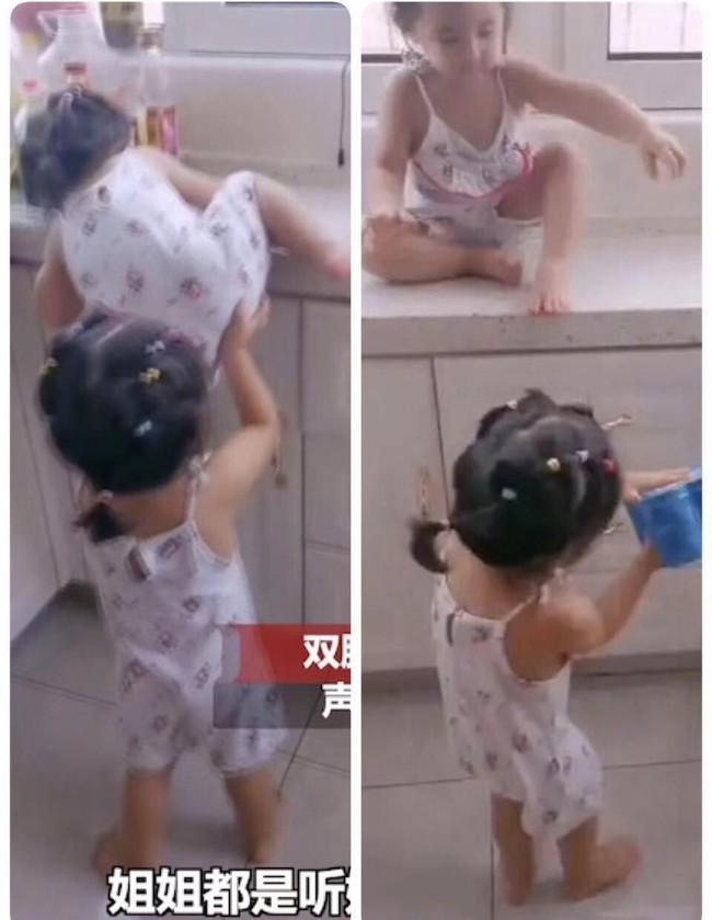 """Ai nói đẻ con gái cho bớt quậy? Mẹ bỉm sữa chia sẻ hình ảnh cặp song sinh với những trò quậy phá """"có đôi"""" khiến cô toát mồ hôi hột - Ảnh 4."""
