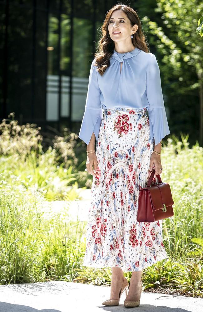 Kém những 10 tuổi nhưng Kate Middleton còn lâu mới theo kịp Công nương Đan Mạch về khoản mặc đẹp - Ảnh 1.