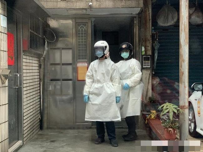 3 thi thể bốc mùi và 1 phụ nữ thoi thóp trong căn hộ, cảnh sát điều tra đã xác nhận một bi kịch gia đình đau đớn - Ảnh 1.