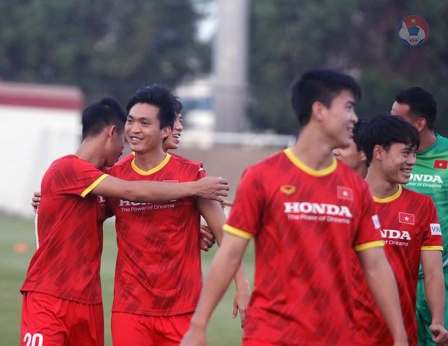 """Tuấn Anh, Văn Toàn """"tươi như hoa"""" tập luyện sẵn sàng quyết đấu Malaysia  - Ảnh 2."""