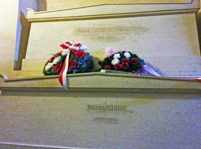 Ngôi mộ kỳ lạ của người phụ nữ thiên tài bậc nhất thế giới: quan tài được lót lớp chì dày 2cm, bất kỳ ai đến thăm cũng phải mặc đồ bảo hộ - Ảnh 5.
