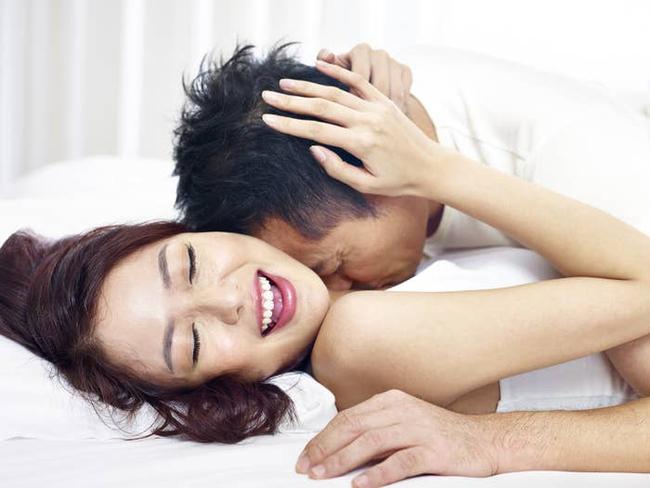 """Chuyện của cặp vợ chồng luôn đi ngủ trước 10 rưỡi đêm và những màn thăng hoa tột đỉnh dưới trời hửng nắng: Hãy """"yêu"""" khi cả hai tràn đầy năng lượng - Ảnh 2."""