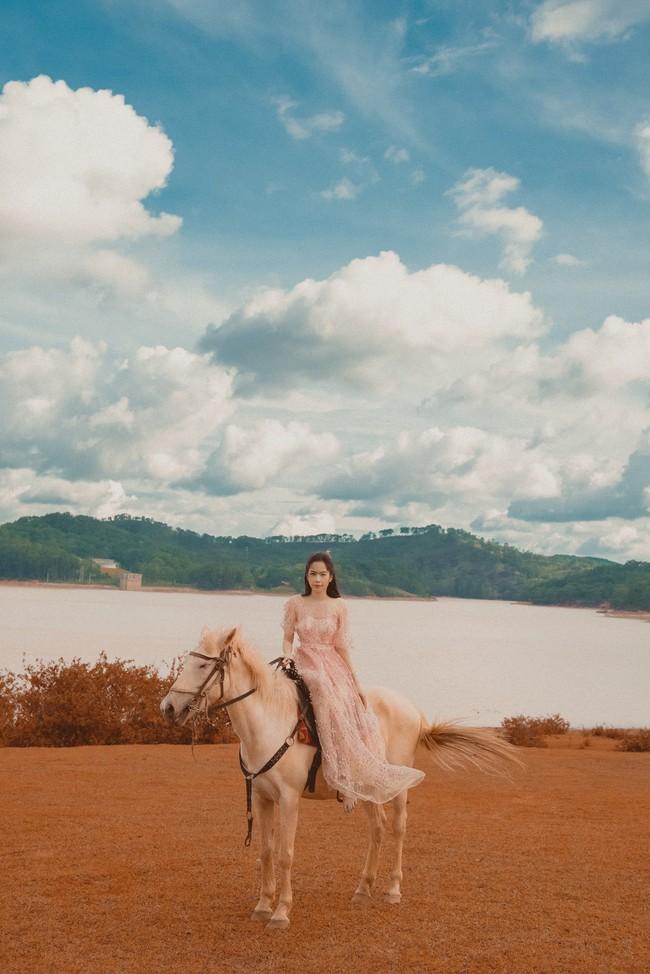 Nam Em tung ảnh cởi áo khoe lưng trần, nhan sắc thế này bảo sao tự tin thi Hoa hậu Hoàn vũ Việt Nam  - Ảnh 4.