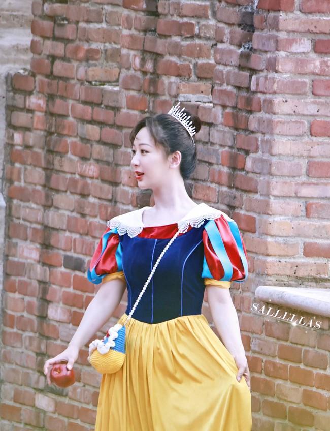 Dương Tử mặc đồ ngủ lên show cực đáng yêu, màu tím của áo gợi nhắc Cẩm Mịch ở Hương mật tựa khói sương - Ảnh 4.