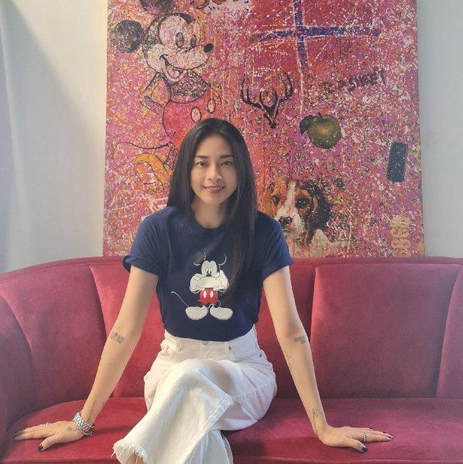 """Ngô Thanh Vân rất chăm diện áo thun trẻ trung, nhưng có kiểu nàng 30+ không nên copy vì dễ thành """"cưa sừng làm nghé"""" - Ảnh 6."""