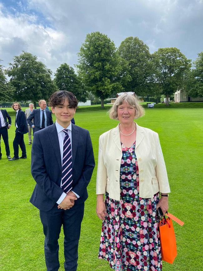 Con trai Chi Bảo vừa trúng tuyển đại học top đầu nước Anh: Chọn 1 ngành học cực oách, nhìn mức lương ra trường ai cũng mê - Ảnh 1.