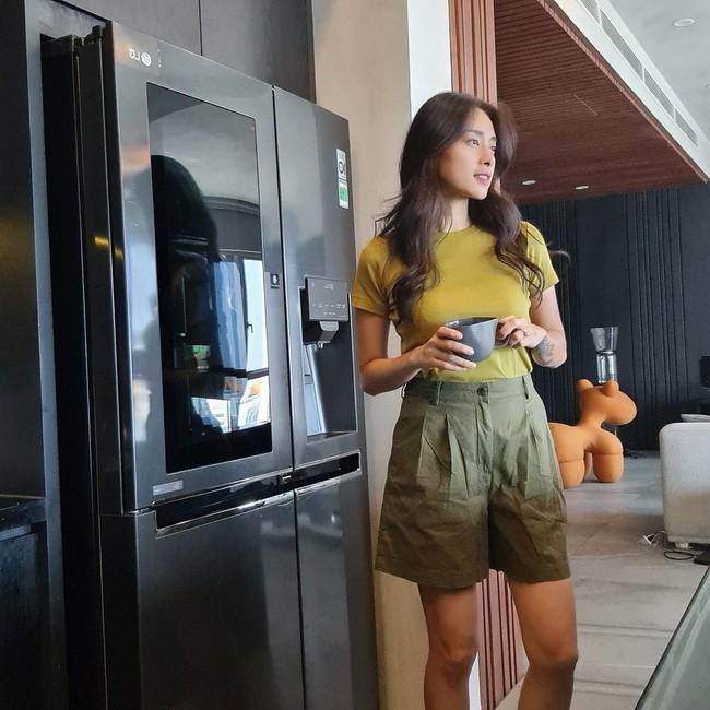 """Ngô Thanh Vân rất chăm diện áo thun trẻ trung, nhưng có kiểu nàng 30+ không nên copy vì dễ thành """"cưa sừng làm nghé"""" - Ảnh 4."""