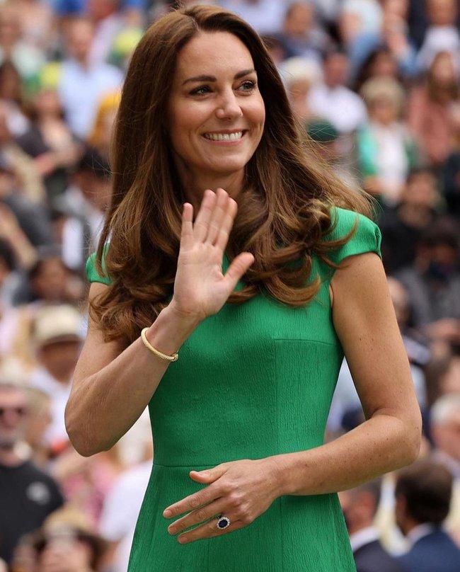 """Công nương Kate đi vào """"vết xe đổ"""" của chính mình: 2 lần diện váy xanh đều gây hiểu lầm tai hại - Ảnh 3."""