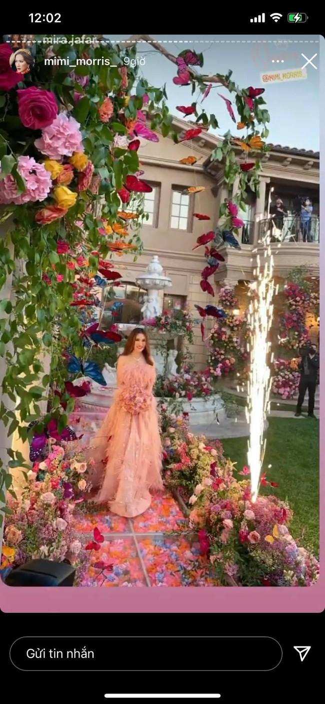 Nữ tỷ phú ở biệt thự 800 tỷ gây choáng với tiệc sinh nhật trải toàn hoa hồng đắt đỏ, cuối buổi còn được chồng tặng siêu xe gây náo loạn đường phố  - Ảnh 2.