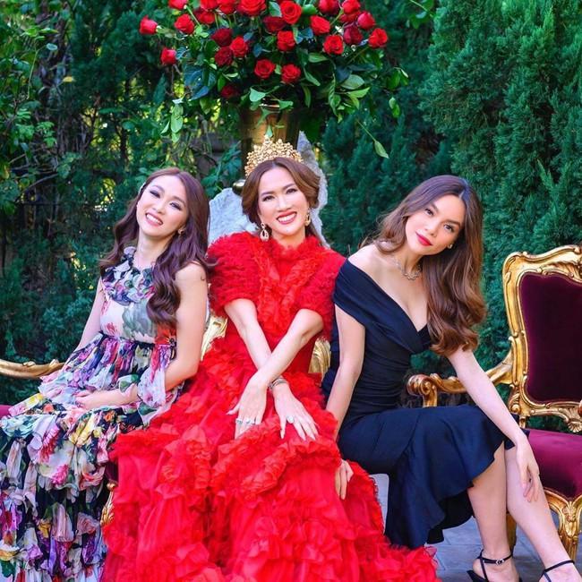 Nữ tỷ phú ở biệt thự 800 tỷ gây choáng với tiệc sinh nhật trải toàn hoa hồng đắt đỏ, cuối buổi còn được chồng tặng siêu xe gây náo loạn đường phố  - Ảnh 8.