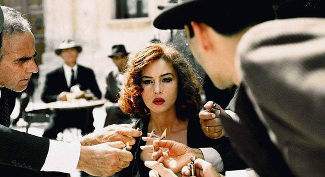 Phim 18 + Malèna: Những cảnh khoe thân làm tình bỏng mắt và bí mật của người phụ nữ khiến mọi đàn ông khát thèm - Ảnh 4.