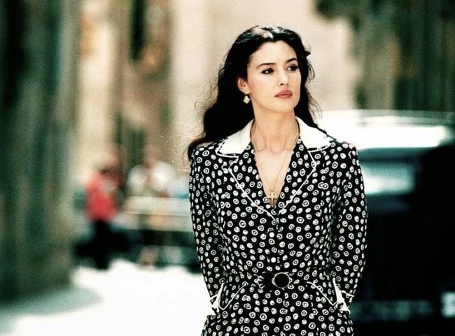 Phim 18 + Malèna: Những cảnh khoe thân làm tình bỏng mắt và bí mật của người phụ nữ khiến mọi đàn ông khát thèm - Ảnh 3.