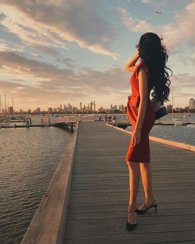 """""""Cái túi Chanel"""" hơn trăm triệu của Hoàng Thùy: Cực đẳng cấp nhưng nàng Á hậu diện trông có đẹp và sang? - Ảnh 3."""