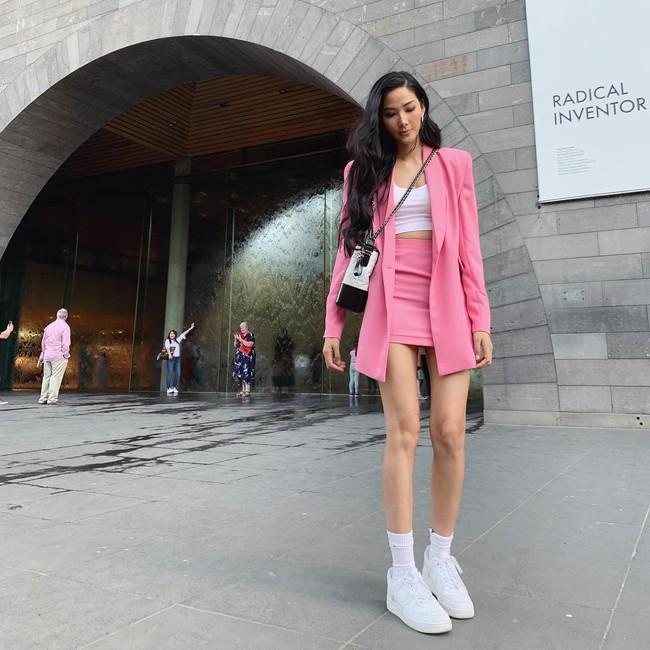 """""""Cái túi Chanel"""" hơn trăm triệu của Hoàng Thùy: Cực đẳng cấp nhưng nàng Á hậu diện trông có đẹp và sang? - Ảnh 4."""