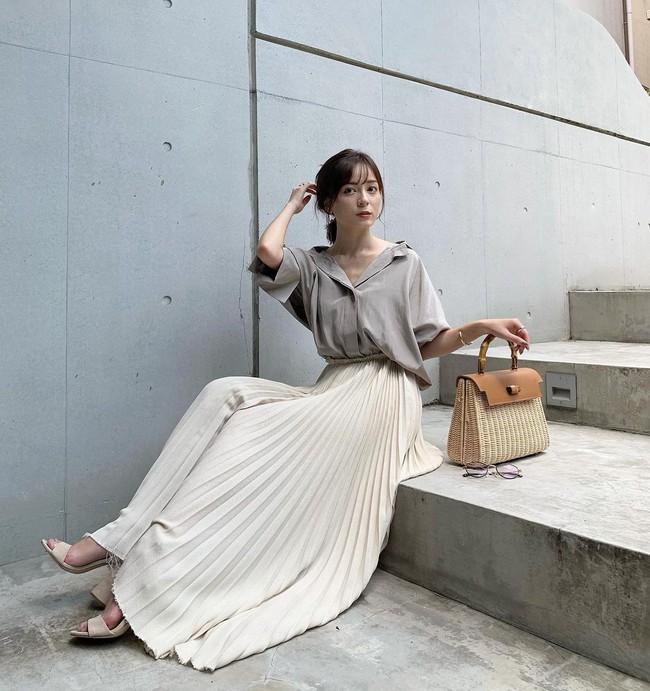 """Blogger người Nhật 42 tuổi cao 1m52: Chỉ mê chân váy dài, luôn có một kiểu hack chân đỉnh nhất đến váy midi cũng """"xin hàng"""" - Ảnh 11."""