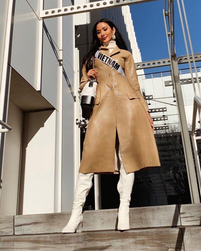 """""""Cái túi Chanel"""" hơn trăm triệu của Hoàng Thùy: Cực đẳng cấp nhưng nàng Á hậu diện trông có đẹp và sang? - Ảnh 7."""