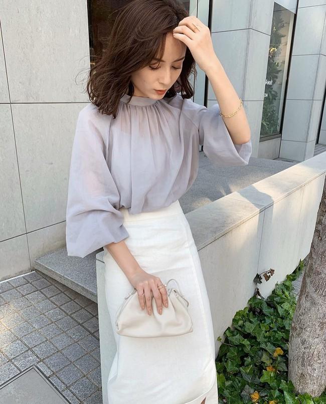"""Blogger người Nhật 42 tuổi cao 1m52: Chỉ mê chân váy dài, luôn có một kiểu hack chân đỉnh nhất đến váy midi cũng """"xin hàng"""" - Ảnh 3."""