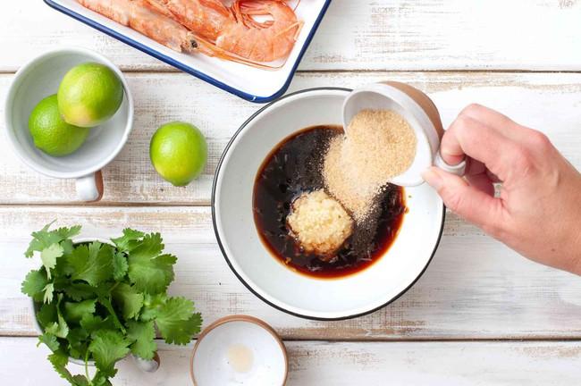 Đổi vị cho cả nhà với món tôm nướng tỏi siêu hấp dẫn - Ảnh 3.