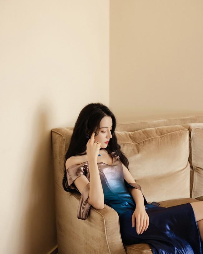 Lộ lý do Địch Lệ Nhiệt Ba không đi show dù được săn đón, nhìn ảnh mặc váy đuôi cá netizen phải kêu lên quá đẹp - Ảnh 6.