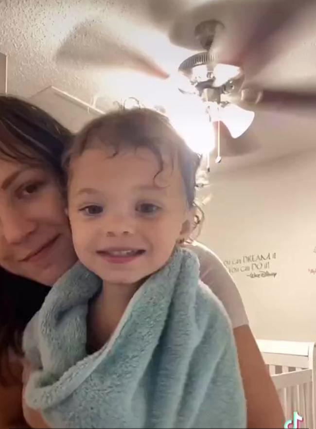 Bị chê bai ở nhà rảnh rỗi chẳng biết làm gì, người mẹ tung video hút hơn 2 triệu lượt thích, khiến ai cũng phải đồng cảm - Ảnh 6.