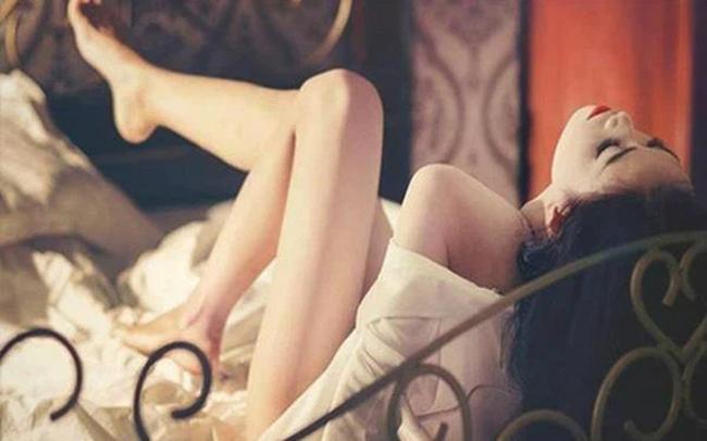 """Nữ shipper giày đỏ bí ẩn và màn ân ái """"điên dại"""" lúc ban trưa: Cú twist phút cuối khiến gã chồng ngoại tình sa chân ê chề nhục nhã - Ảnh 3."""