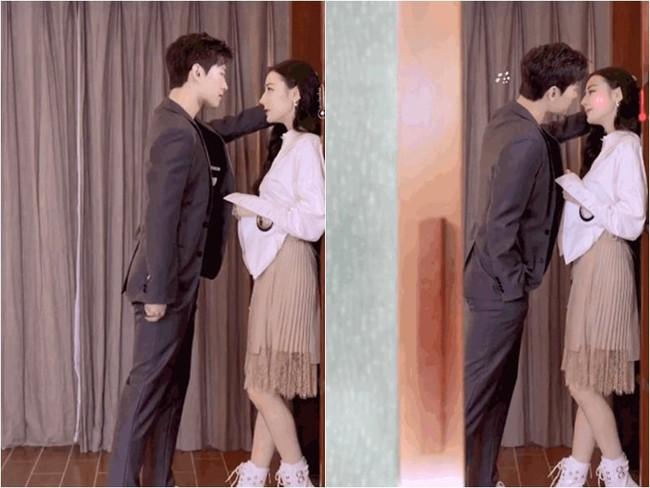 Địch Lệ Nhiệt Ba - Dương Dương suýt hôn nhau, nhà gái thì đáng yêu còn nhà trai đẹp kiểu gì mà nhìn như tạc tượng?  - Ảnh 1.